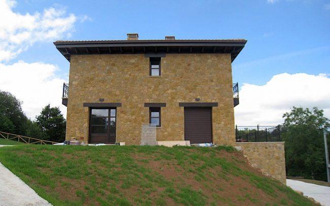 Fachada lateral vivienda unifamiliar Villaviciosa Asturias