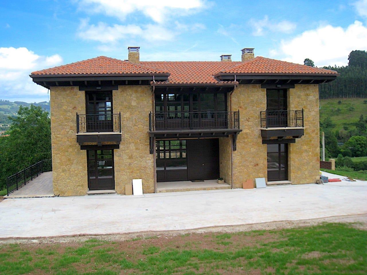 Fachada principal vivienda unifamiliar Villaviciosa Asturias
