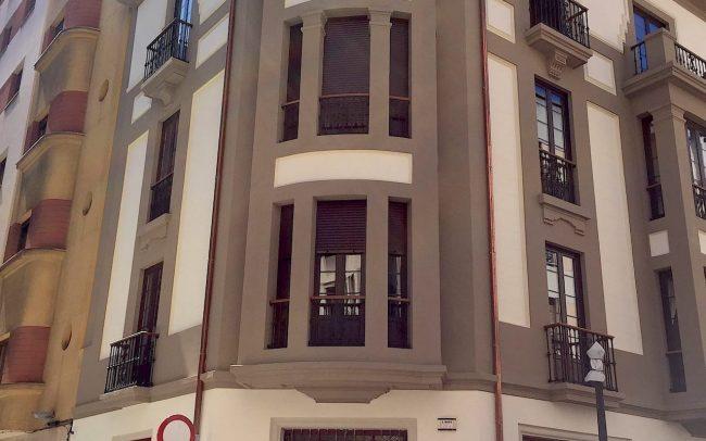Fachada rehabilitada en la calle Instituto Gijon Asturias