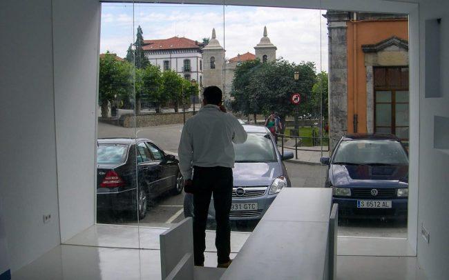 Interior punto de información turística de Colombres Asturias obra de Dolmen Arquitectos