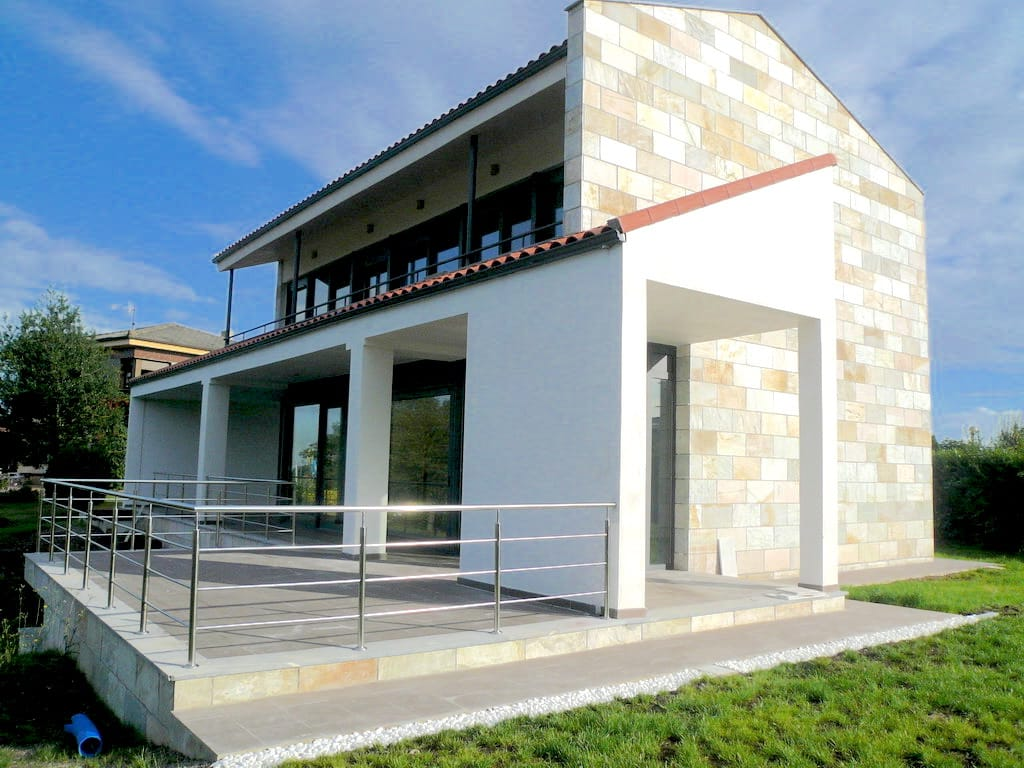 Lateral de chale obra del estudio de arquitectura Dolmen Arquitectos