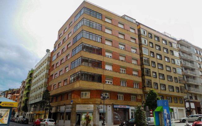 Reforma de fachadas en Oviedo calle Gloria Fuertes proyecto de Dolmen Arquitectos de Asturias