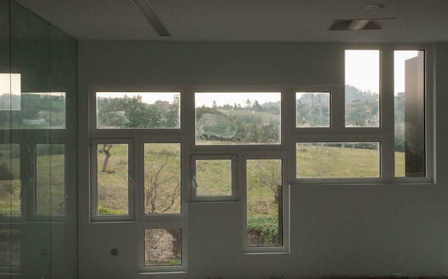 Reforma de la nave de Cortizo en Gijón Asturias ventanales interiores