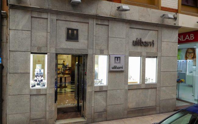 Reforma escaparate joyería calle Moros Gijón estado actual