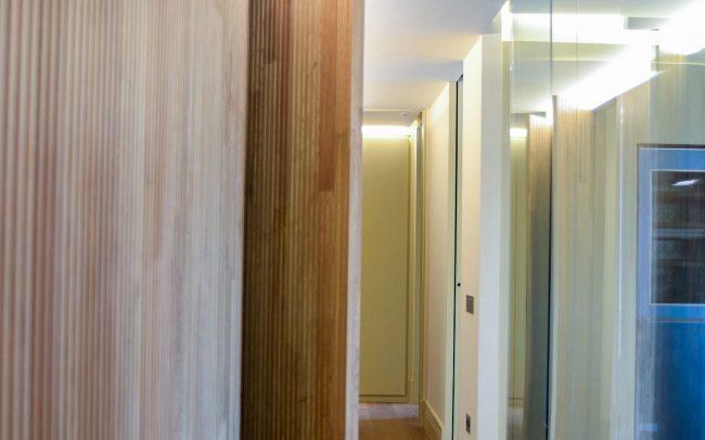 Reforma interior de una vivienda en la calle Uría de Oviedo Asturias maqueta corredor