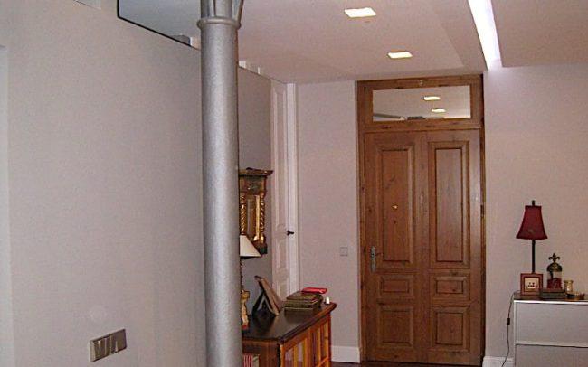 Salon reformado en un piso de Gijon