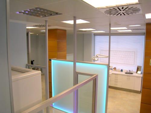 Tabiques de cristal en clinica dental en Siero Asturias