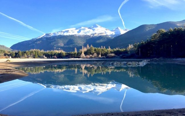 Vista al amanecer en la laguna del Ecoparque El Juncaral Huesca