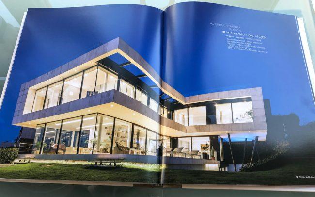 Vivienda unifamiliar de diseño en El Rinconín obra de Dolmen Arquitectos en el libro de cerramientos de Cortizo