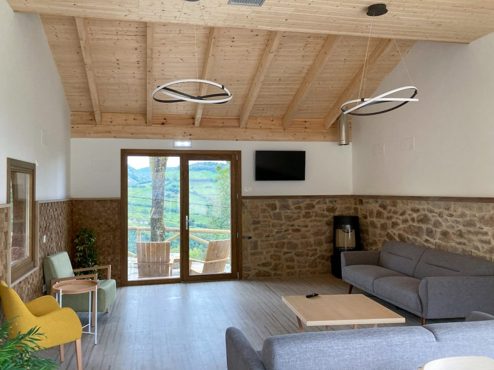 Apartotel en Linares Proaza Asturias proyecto Dolmen Arquitectos