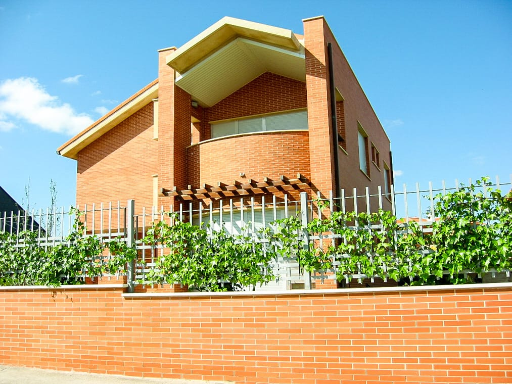 Construcción de chalé en San Isidro Zamora por arquitectos Dolmen