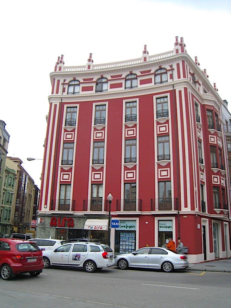 fachada-rehabililtada-en-plaza-san-miguel-gijon