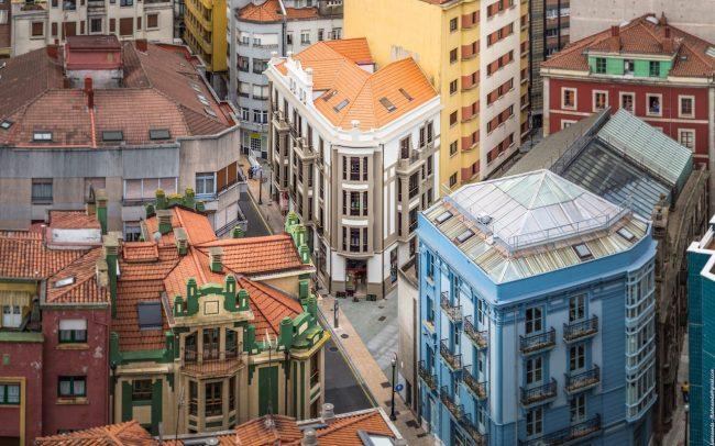 Fachadas rehabilitadas calle Instituto de Gijon foto de Jose Fernandez Balmaseda