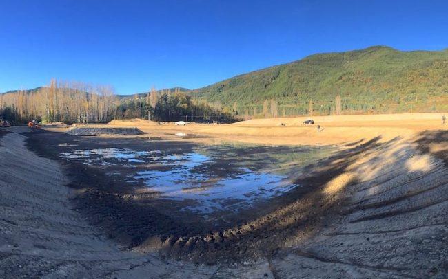Laguna artificial en el Ecoparque El Juncaral Huesca
