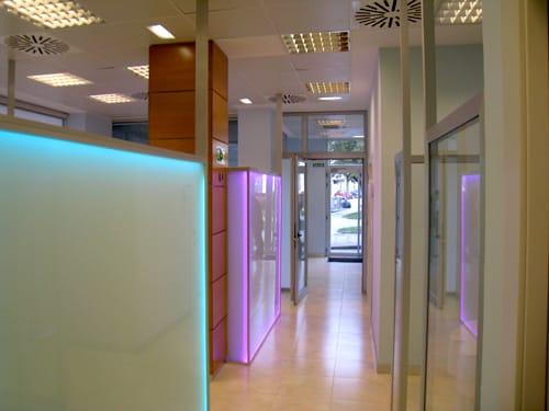Pasillo clinica dental Asturias Siero