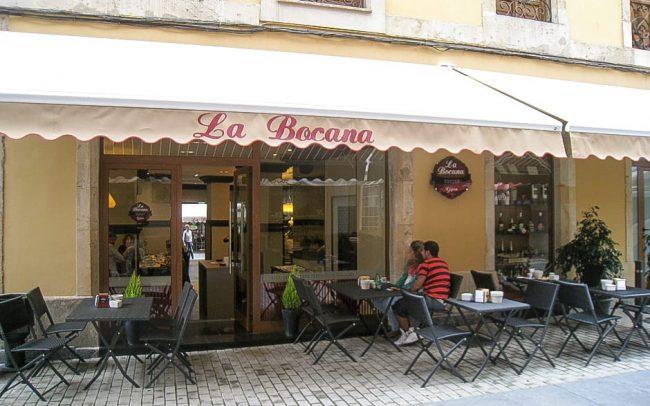 Reforma de local de vinatería La Bocana en Gijón fachada