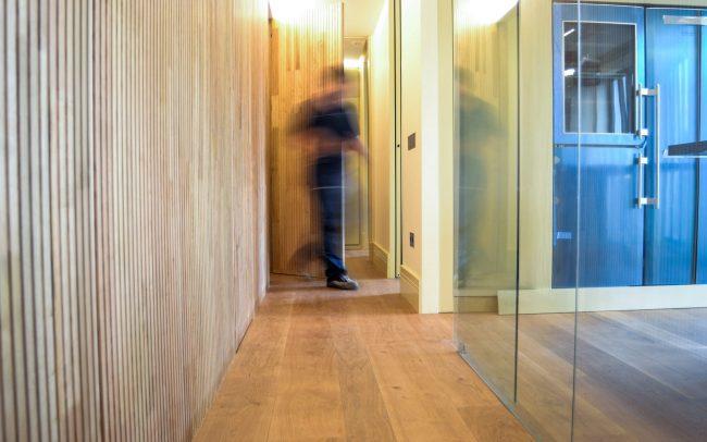 Reforma interior de una vivienda en la calle Uría de Oviedo Asturias pasillo cocina