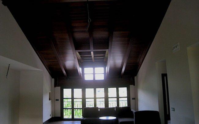 Salon con buhardilla vivienda unifamiliar Villaviciosa Asturias