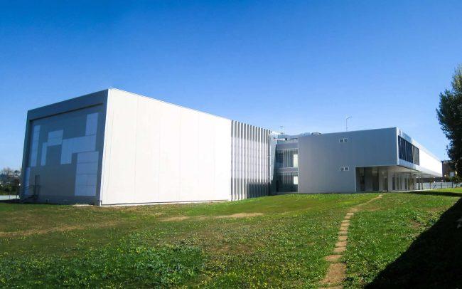 Vista del Edificio del Centro de Servicios Científico-Tecnológicos del Campus de Gijón Dolmen Arquitectos